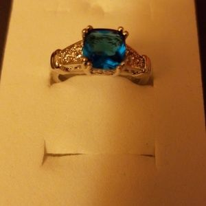 Women's ring with blue blue stone and cluster of